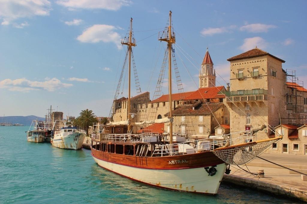 Day trip to Trogir: The harborfront promenade
