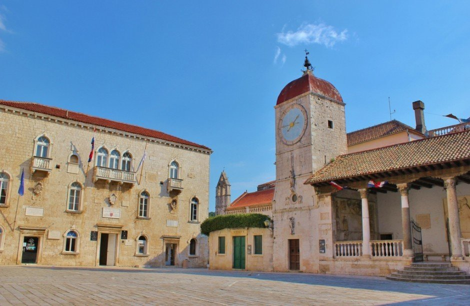 Day trip to Trogir: The main square