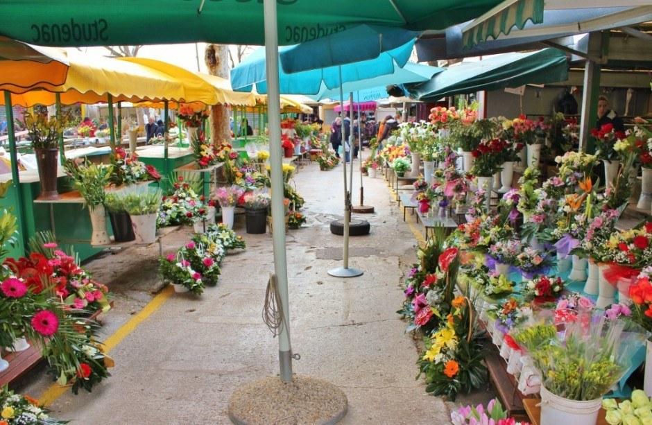 Sights to See in Split, Croatia: flowers for sale at the Green Market