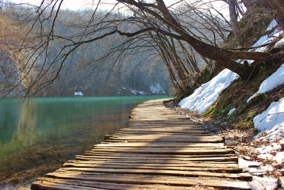 Visiting Plitvice Lakes: Planked pathways lead through the park at the lake's edge