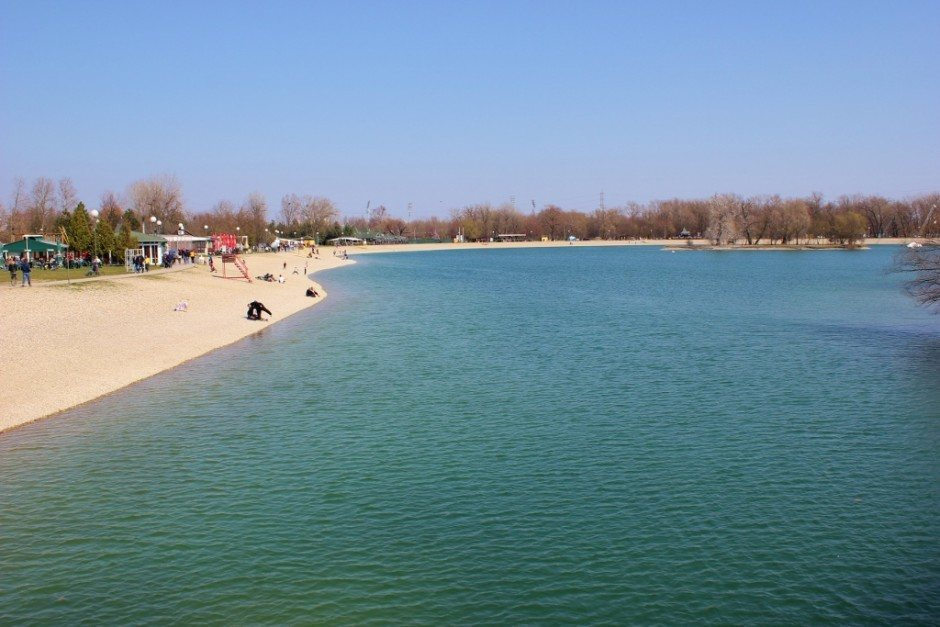 Visiting Zagreb, Croatia: The lake park was packed with locals on a sunny Saturday