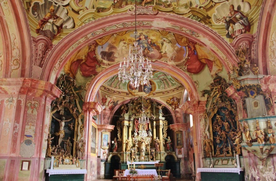 Krapina, Croatia: Our Lady of Jerusalem's heavily decorated Baroque interior