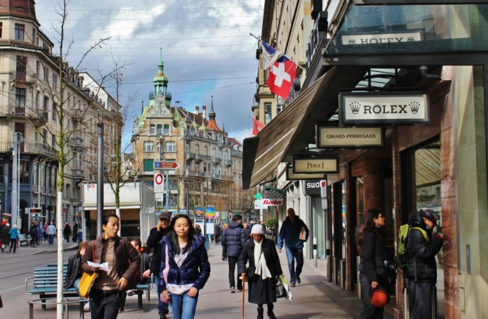 Zurich Self-Guided Walking Tour - Jetsetting Fools