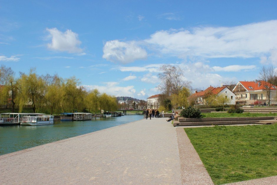 Nature paths in Ljubljana: Pedestrian paths along the river bank