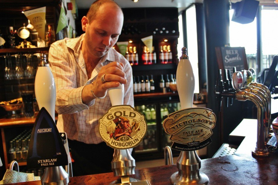 Year-long, Round the World Budget: Beer in London isn't cheap, but we couldn't pass by the classic pubs along the river!