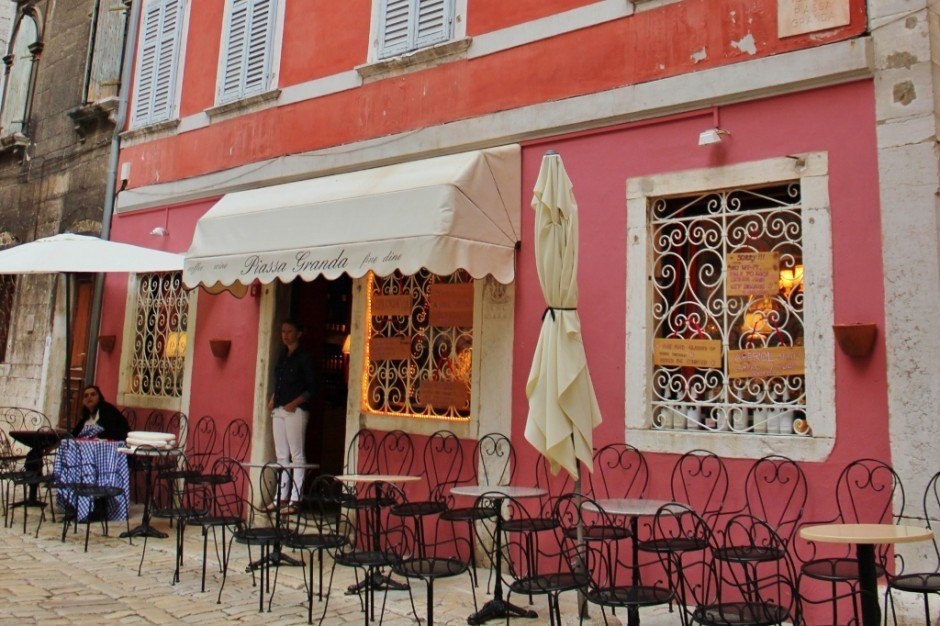 There are dedicated bars to Wine Tasting in Rovinj Croatia, like Piassa Granda