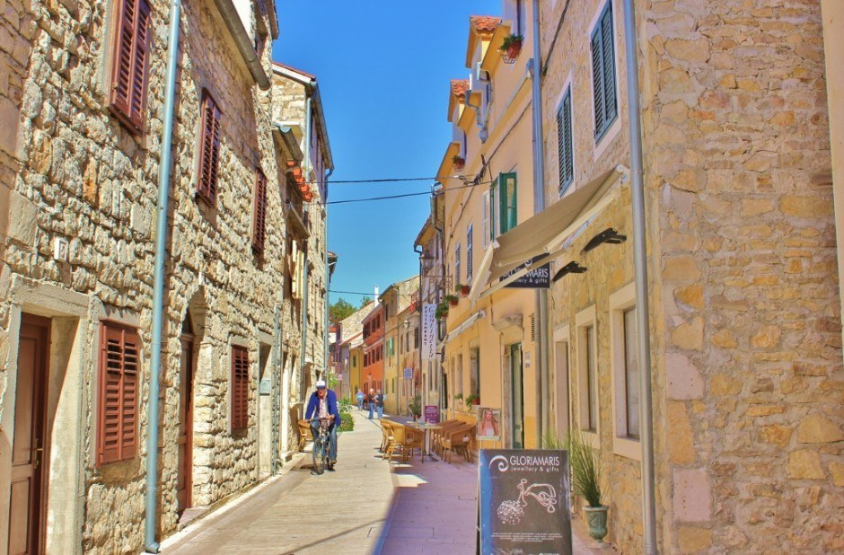 The streets were quiet in Skradin as we strolled abour before hopping a ferry to Krka National Park