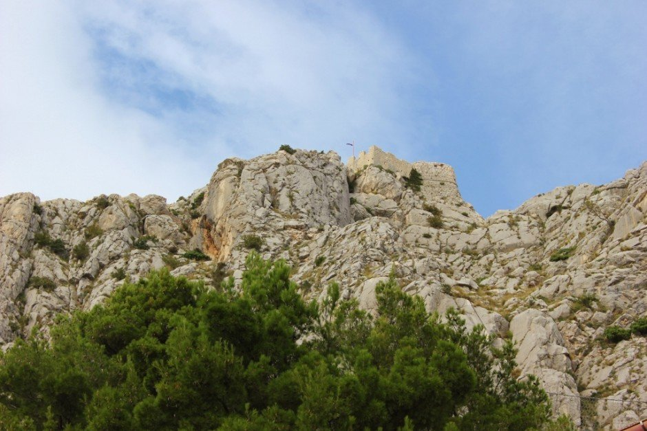 Hiking to Starigrad Fortress in Omis