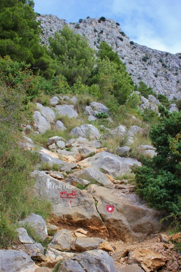 Hiking to Starigrad Fortress in Omis we encountered a rocky trail
