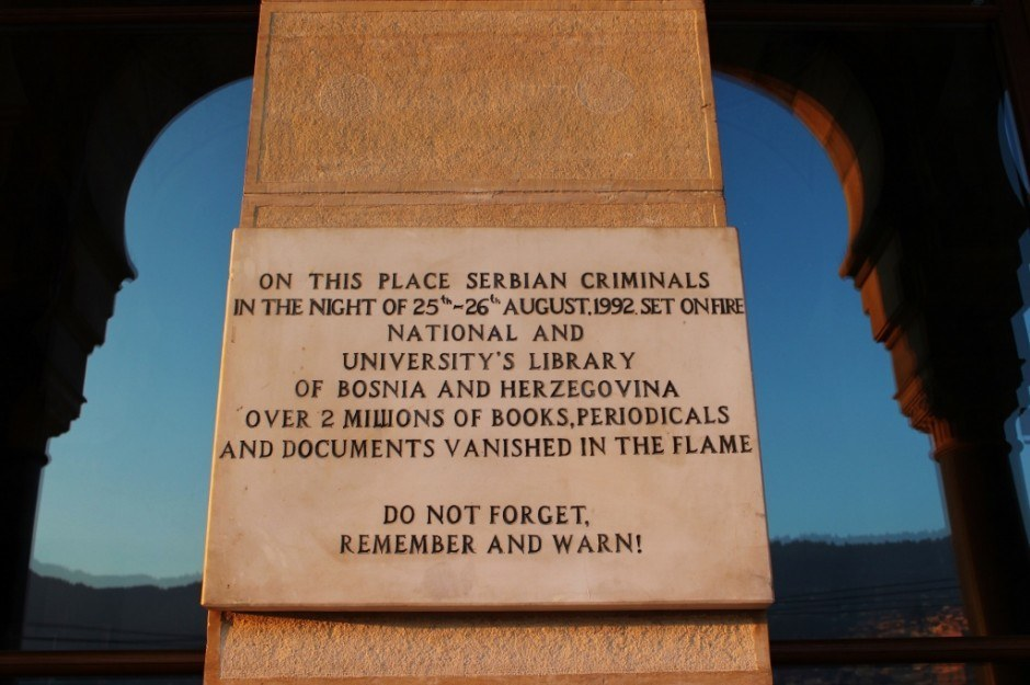 """20 years after the Siege of Sarajevo: A plaque on the newly renovated city hall and library building states, """"Do not forget, remember and warn!"""""""