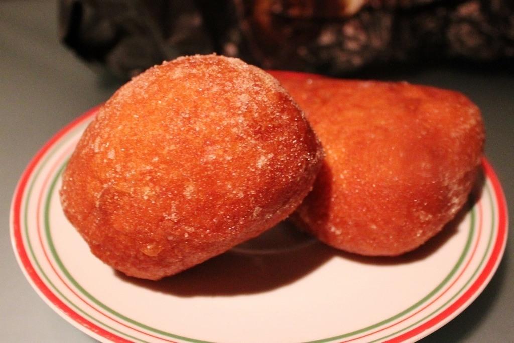 Dutch Cuisine - Oliebollen - Dutch Donuts JetSetting Fools