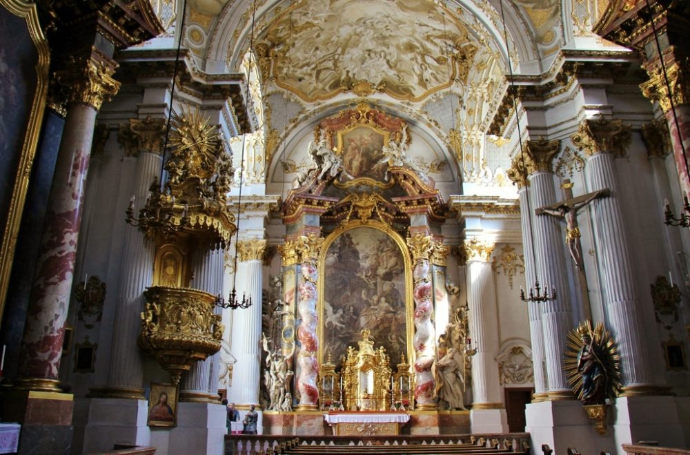 Sightseeing on a Layover in Munich Damenstiftskirche st. Anna's Church JetSettingFools.com