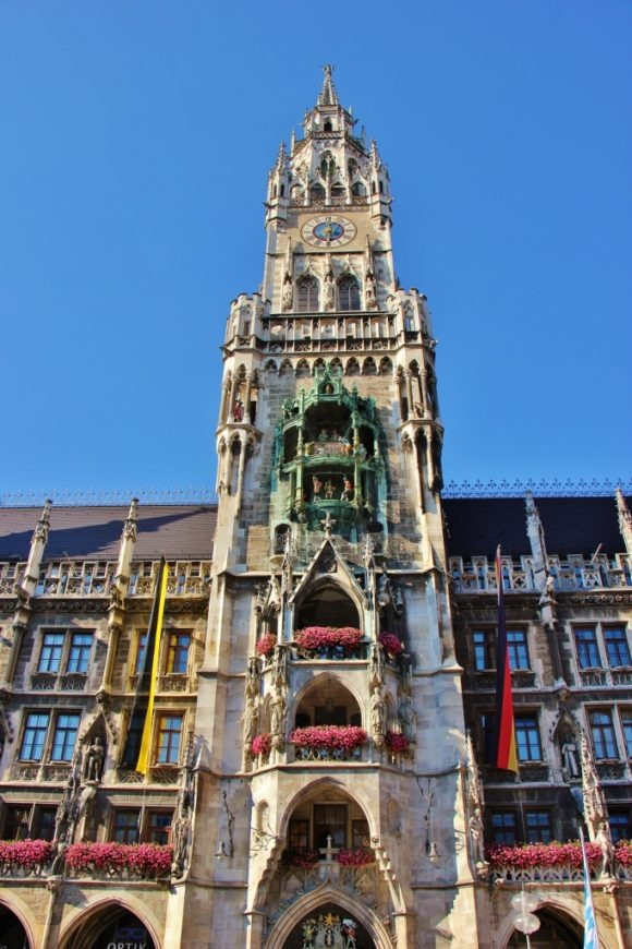 Sightseeing on a Layover in Munich Marienplatz Neues Rathaus New Town Hall and Glockenspiel JetSettingFools.com
