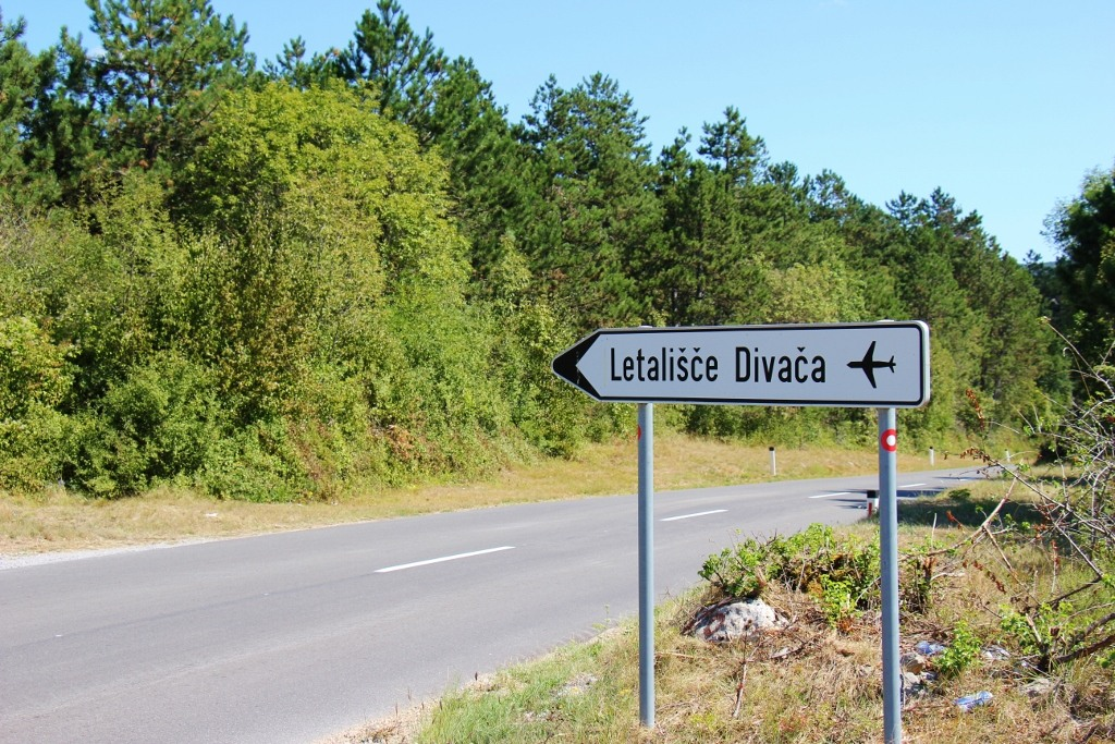 divaca-airport-street-sign-slovenia