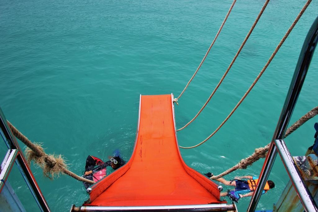 Sattra Tour Koh Chang boat slide