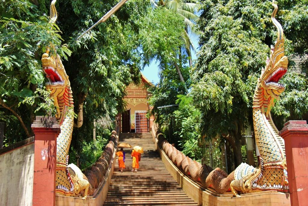 Wat Phra That Chom Thong, Chiang Rai, Thailand ...