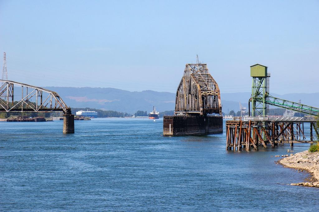 Open for ships, Swinging Bridge, Vancouver, WA